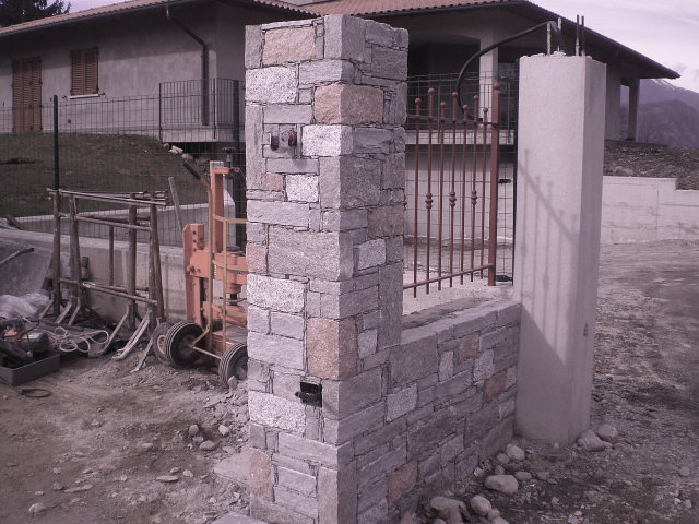 Realizzazioni edili rivestimenti in pietre e sassi zona - Rivestimento pilastri esterni ...